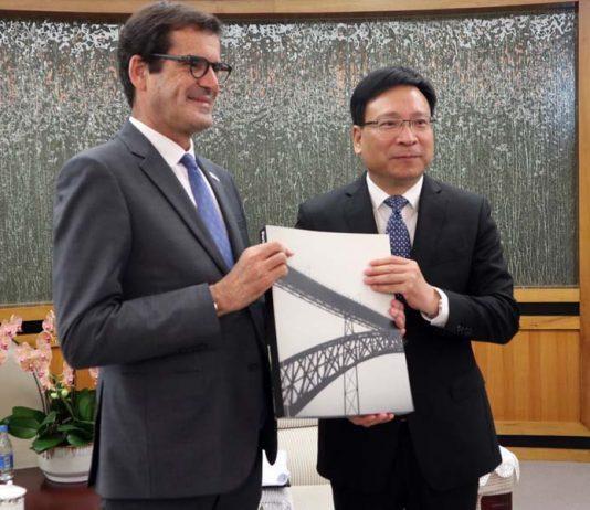 Rui Moreira estabelece a ponte entre Shenzhen e Hospital de São João para trazer ventiladores da China