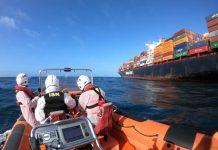 Marinha resgata tripulante filipino com lesão ocular