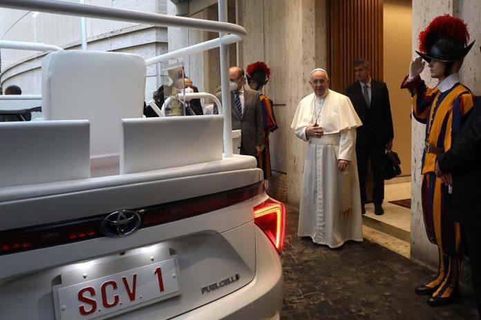 Papa Francisco Toyota Mirai