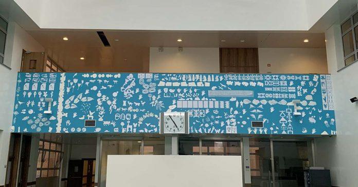 artistas dão cor a painel no Hospital Pediátrico